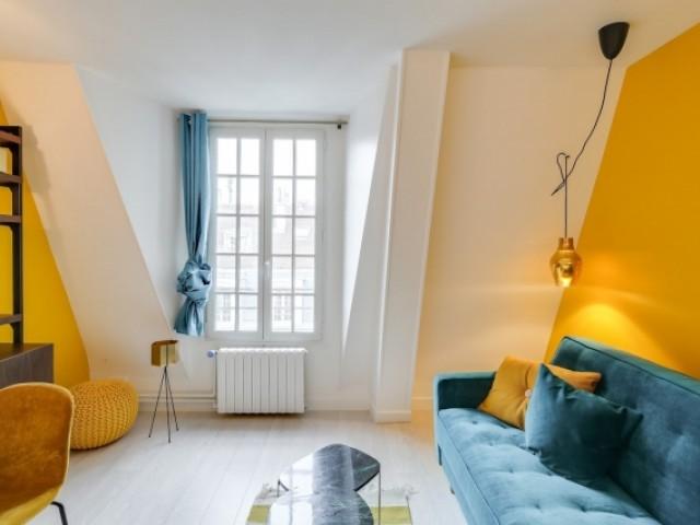 affordable le peintre clarensac a ralis une peinture murale dcorative avec des couleurs vives et. Black Bedroom Furniture Sets. Home Design Ideas