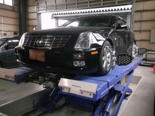 カトウ自動車の工場での作業2