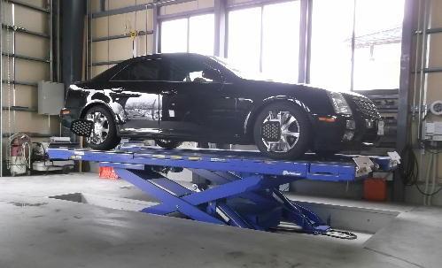 カトウ自動車の工場での作業1