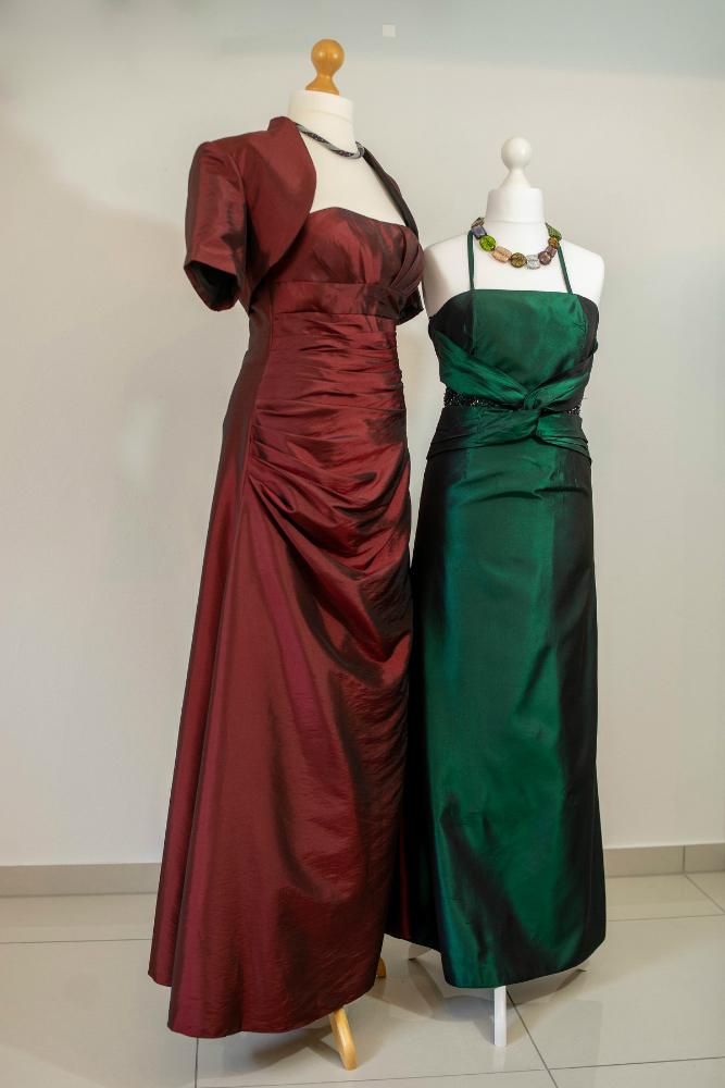 Festmode Fur Frauen Zum Ausleihen Festmodenverleih Und Handgearbeitete Geschenke In Landau