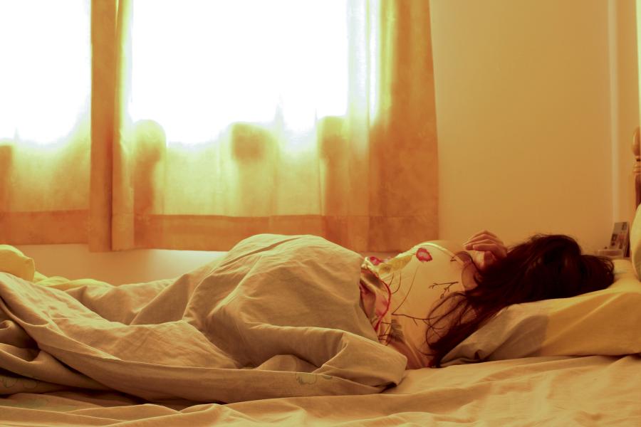 Slaaptips voor warme zomernachten - slaapexpert Winni bij Stax&Toine, NPO Radio1