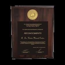 #reconocimiento en madera de nogal, con placa personalizada fotograbada, tamaño carta, moneda de 40mm troquelada, cod. 398776