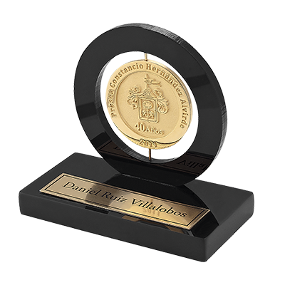 #moneda en chapa de oro, 6cm, base giratoria, base en mármol 12cm, placa en latón fotograbada y pavonada, cod.09775