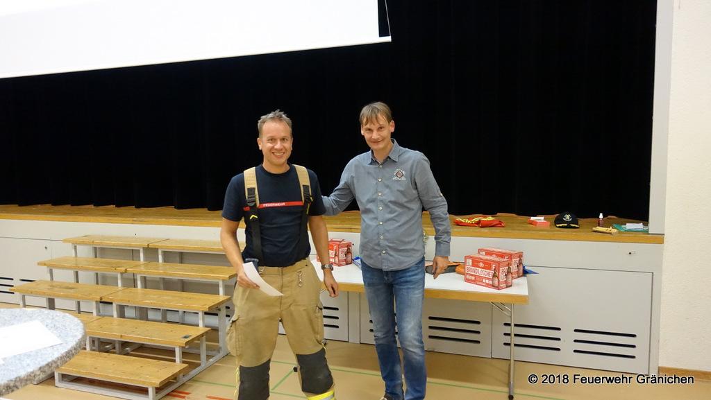 Links: Andreas Bumbacher befördert zum Leutnant