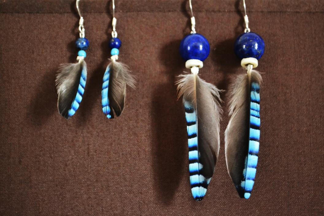 Boucles argent, Lapis lazuli et plumes Geai des Chênes  seul le petit modèle est encore disponible