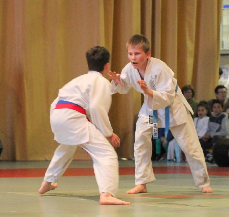 Combat Judo : Pierrick WHILELM (bleu) et Rémi DOS SANTOS (rouge)