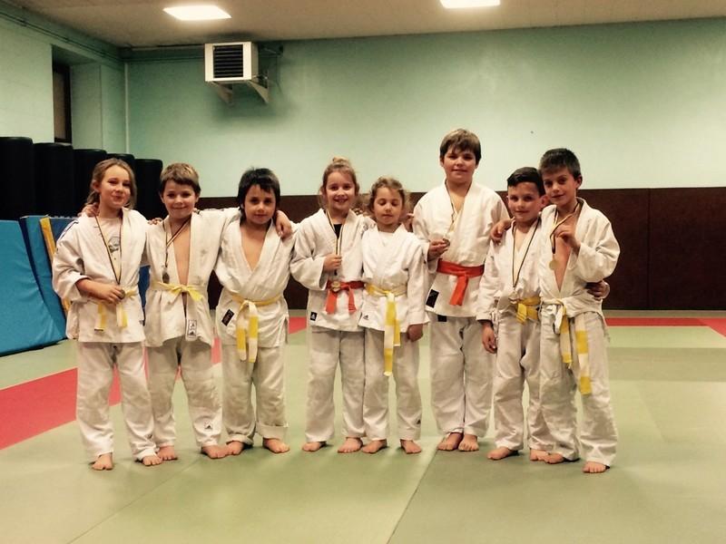 Les médaillés du Dojo de Seix      (de gauche à droite) : Rita, Hugo, Flavio, Lola, Emilie, Thomas, Damien, Maes