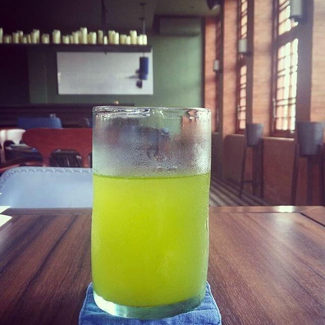 バリ島 チャングーのレストラン インディゴ 大山製茶園さんの東彼杵茶