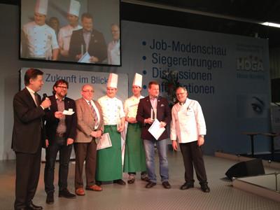 """Koch Philipp Weichlein (4. v. li.) und Koch Peter Häuser (5. v. li.) sind am 15.1.2013 die Tagessieger im Wettbewerb """"Cup der Originale"""""""