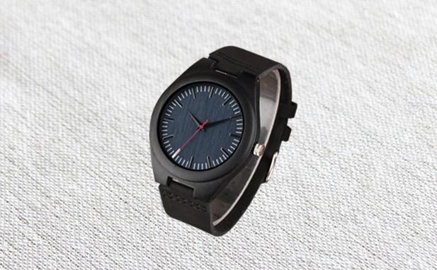 きとぷらすの竹木で作ったシンプルな腕時計