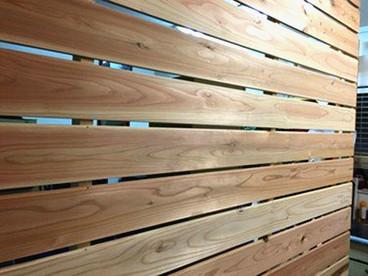 きとぷらすの木の壁は、暮らしの一部として都会でできる優しい「木づかい」