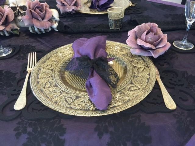 紫色のバラをこんな風にお皿に付けてみたり