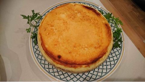 デザートはルバーブジャムが入ったケーキ
