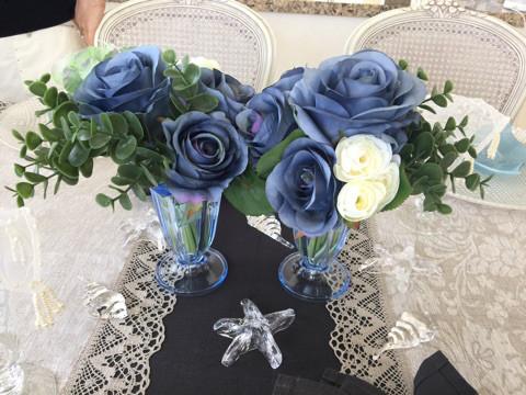センターのアートフラワー&花瓶ははフランフランで購入