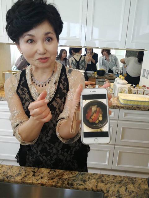 「スッゴイでしょう〜〜、こんな風にして朝炊いたんですよ〜」