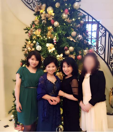 女偏のつく3人とパチリ 因みに、左から娘、姉、嫁