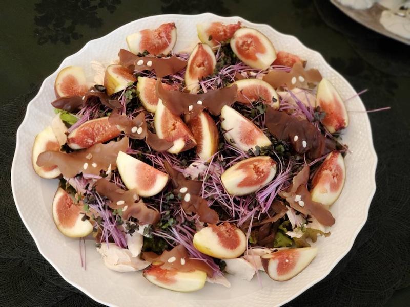 こちらは毎年登場する ハロウィーン サラダ