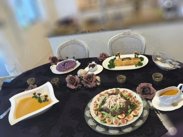 テーブルに並べられたお料理 一つずつご紹介しますね!