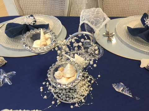 センターに飾ったオブジェ 貝殻を入れているガラスの器は 100円ショップで買ったものです。