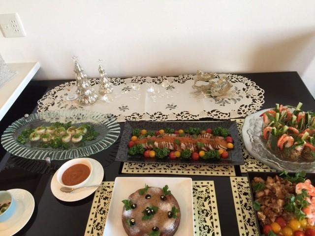 クリスマステーブルの上にお料理がこんな風に並びました!