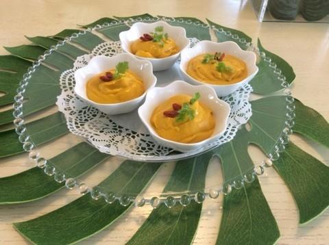 デザートのカボチャとココナッツミルクの冷やし汁粉 中にはお豆腐で作った白玉団子が入っています!