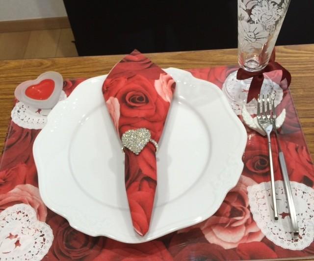 ペーパーナプキンを使って【大人なバレンタイン】の演出。
