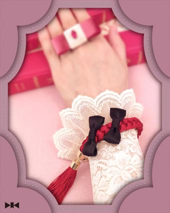 《カフス・ブローチ〜赤毛のアン》ちいさなふたつの絹リボンはアンとダイアナを表しています