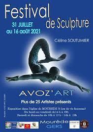 Festival de sculpture Avoz'art à Mourède dans le Gers, terre de festivals, en Occitanie, à 5 minutes de Lassenat éco-maison d'Hôtes en Gascogne, chambre d'Hôtes de charme, table d'hôtes gourmande, bio et locavore, écotourisme et slowtourisme.