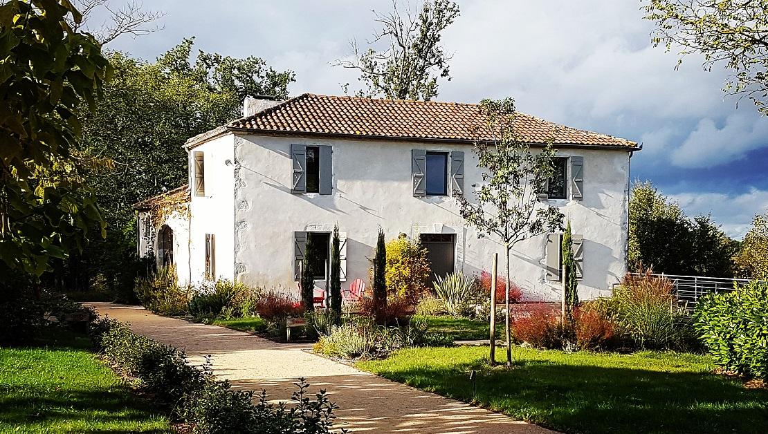 Lassenat, maison de vacances écoresponsable, chambres et table d'hôtes, au coeur du Gers