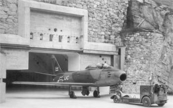 Canadair Sabre 6 bei der Kavernetauglichkeit.