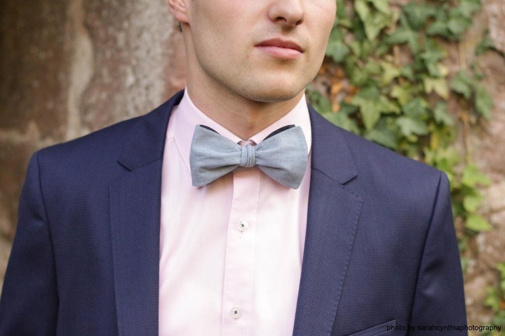 Querbinder - Fliege hellblau dunkelblau auf blauem anzug