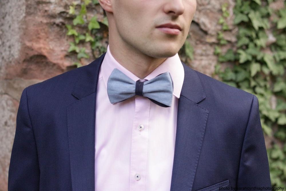 Querbinder - Fliege hellblau dunkelblau auf rosa hemd