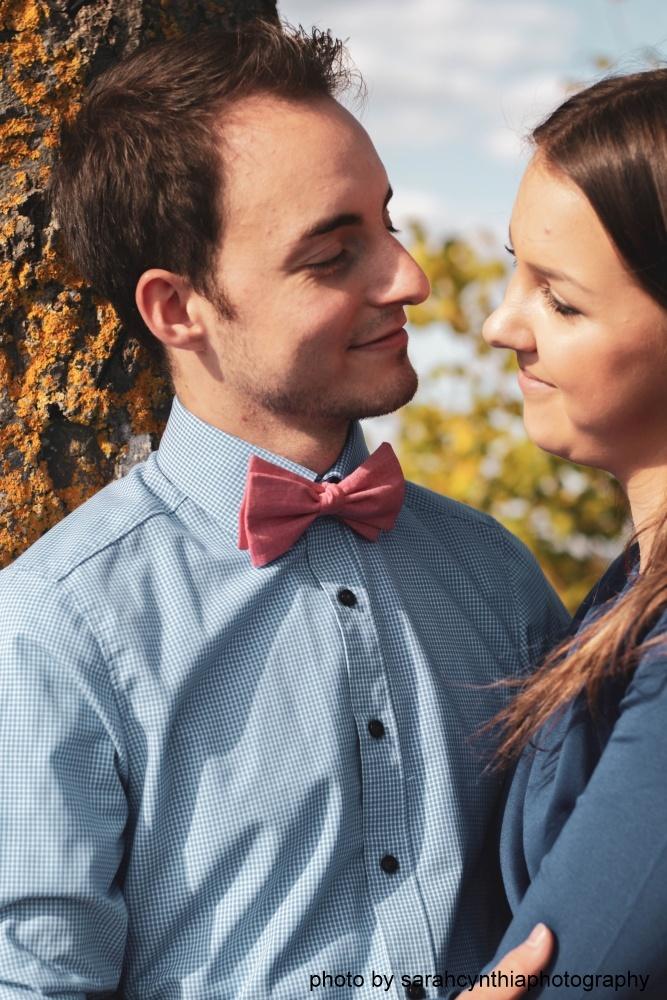Herren Anzug Fliege lachsfarben - rose aus Leinen auf blaues hemd partnerlook