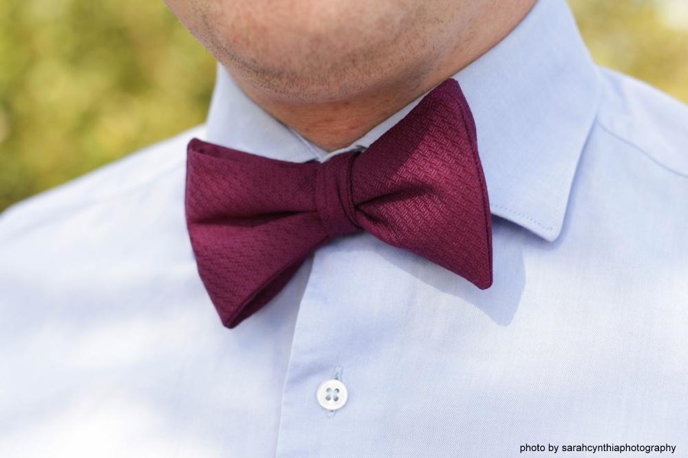 Violette - Lila Herren Anzug Schleife zum selberbinden auf hellblaues hemd – Selbstbinder