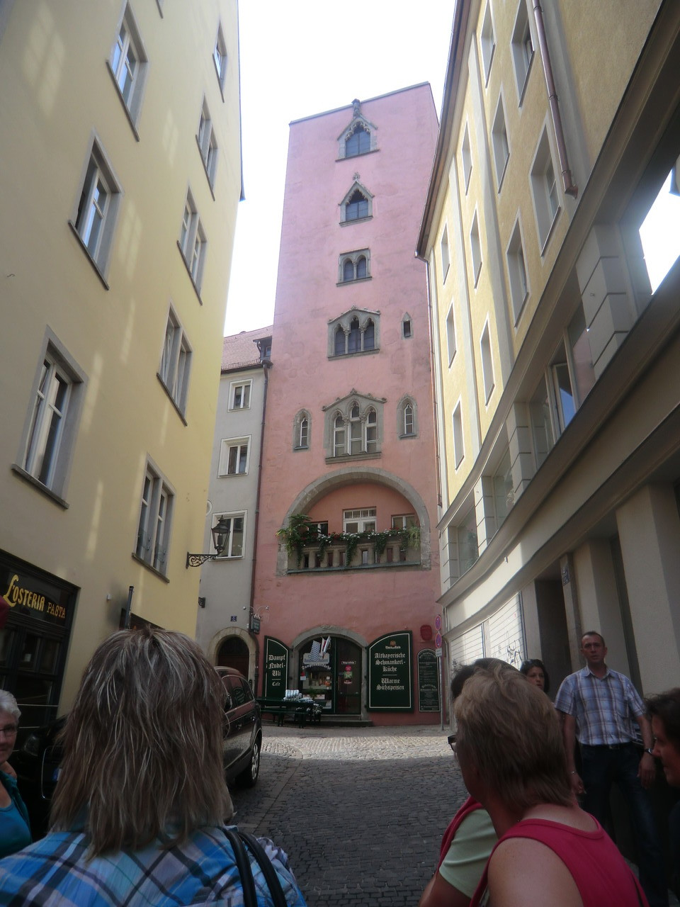 einer von 20, für Regensburg so typischen, Türme