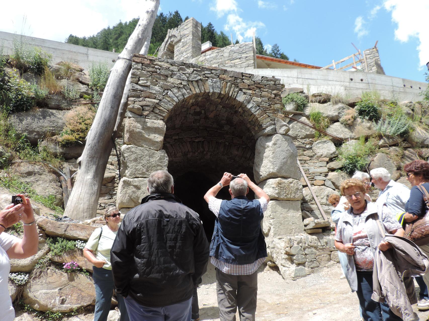 die neue Eventhöhle unter den Himbeeren und hinter der Theke