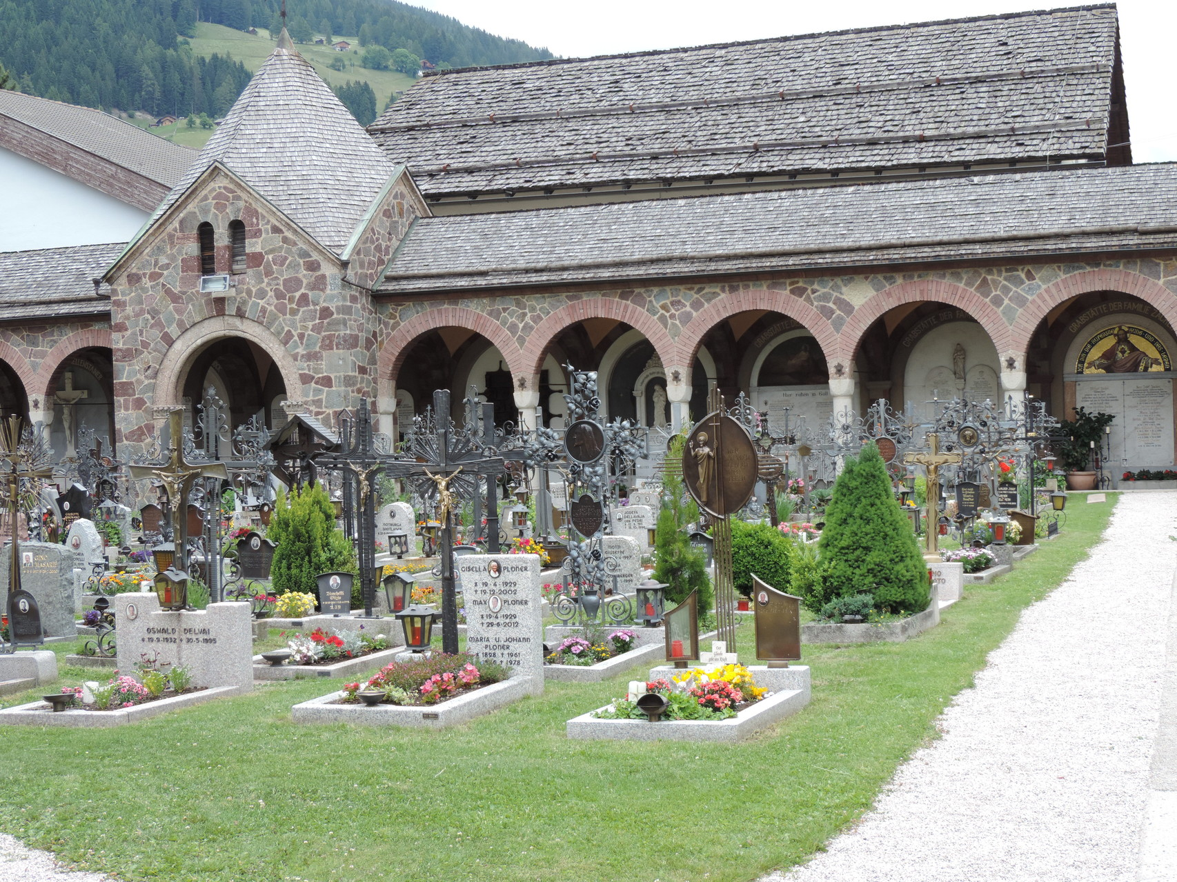Friedhof rund um den Stift