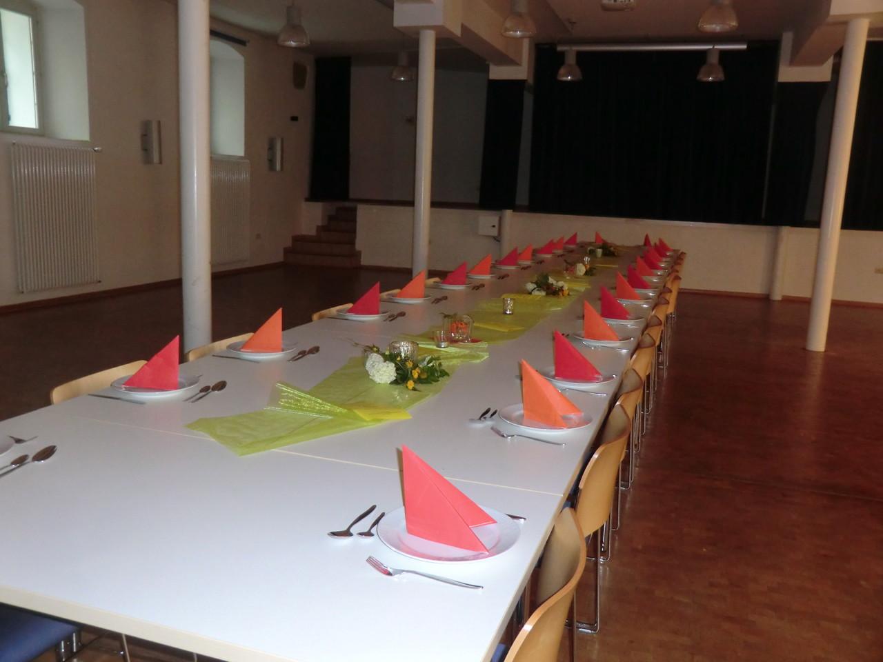 Die Tafel ist fertig - die Gäste können kommen