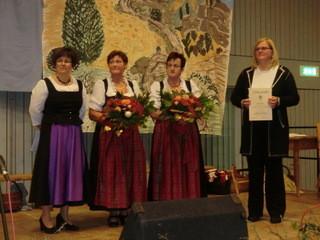 Dank an die langjährigen Chorvorstände Renate Endres und Hildegard Seufferlein