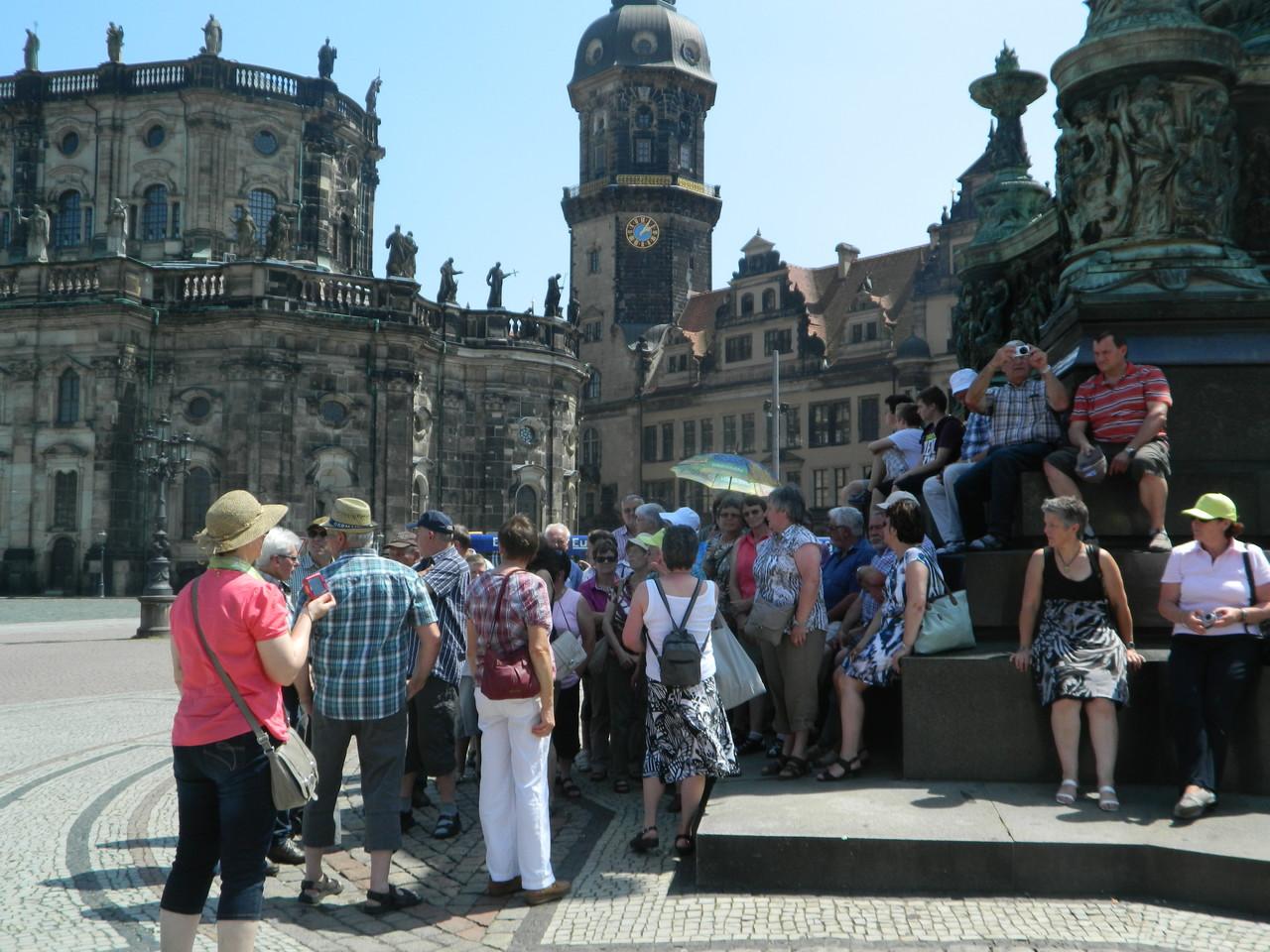 Vor dem Schloß, Zwinger und Semperoper in Dresden