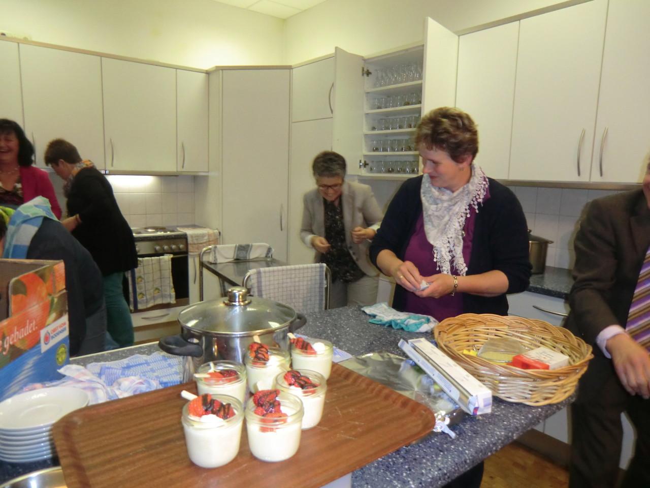 so wie alle gekocht haben, helfen auch alle beim Aufräumen :))