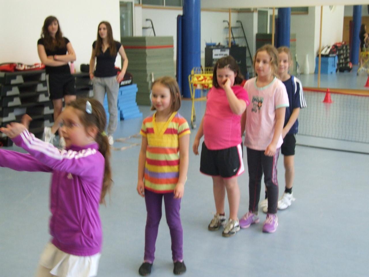 Unsere Jüngste beim Training in der Turnhalle