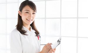 自由診療のクリニックで働く看護師