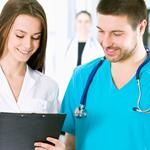 医師と質問を投げかけ合い互いの知識を増やして