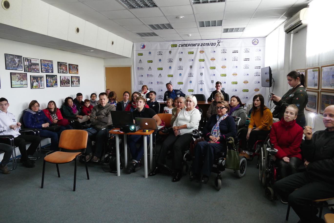Vortrag in einem sozialen Zentrum (Toljatti)