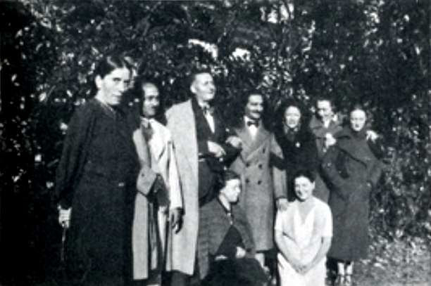 9th Nov.1936 at the Chateau de Galluis. Kitty, Kaka, Alfredo, Baba, Consuela, Norina & Margaret. Kneeling (L-H) Patricia Terwowska ( private secretary/companion ) and Gana in very pale tones. Elizabeth Patterson took this photo.
