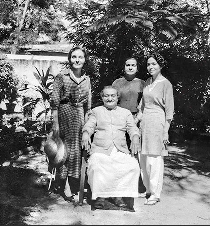 Meher Baba in Meherazad garden with Mehera, Naja and Mani