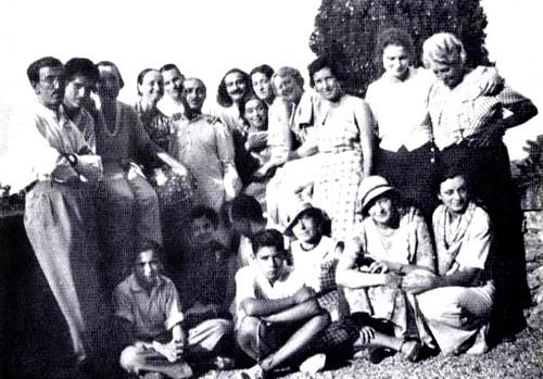 Awakener ; Vol.20,No.2 - Portofino 1933 - Margaret seated on wall ( 4th left )