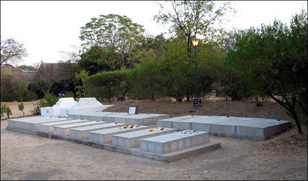 Men's graves - Lower Meherabad, India