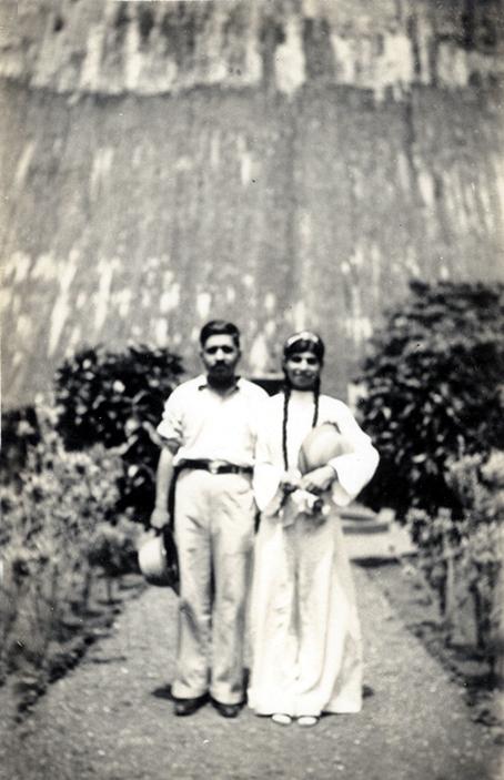 Savak Damania and Meheru Jessawala. Courtesy of the Jessawala Collection - AMB Archives, Meherabad, India.